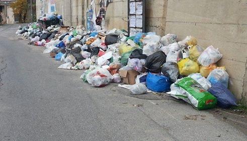 Emergenza rifiuti in Calabria: la Puglia smaltirà una parte di indifferenziata.